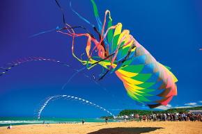 白沙湾・国際凧揚げフェスティバル